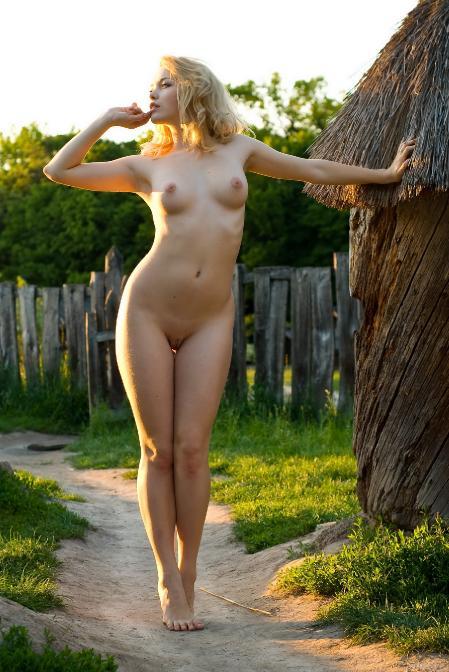EroticBeauty: Vikta - Presenting 2